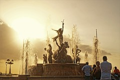 la Fuente (Carlos A. Aviles) Tags: color travel viajes turismo oldsanjuan sanjuan puertorico sony a6000 sunset ocaso naranja orange water ague fountain fuente