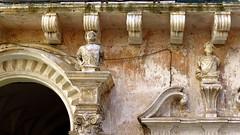 IMG_2874 - barocco (molovate) Tags: barocco stile edificio tafme balcone finestra arco volate gallipoli arte cultura resrauro palazzo molovate architettura eclettico eclettismo canon powershot sx40 hs