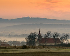 Morning in Świętokrzyskie (fotoswietokrzyskie) Tags: landscape mist fog morning dawn grass tree sky castle church nikon d800 poland swietokrzyskie chęciny
