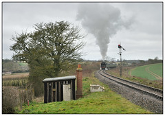 2019-0270 - 92212 between Alresford & Ropley. (johncheckley) Tags: d90 railway train passengermuksteam hut semaphore 9f