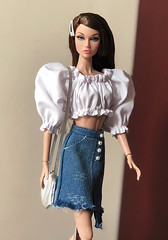 Trendy girl (duckhoa_le) Tags: poppy parker popster w club exclusive fashion royalty doll dolls barbie brunette bergdorf goodman fair young sophisticate chic photography portrait shopping jean blouse new york girl woman integrity toys duc khoa le