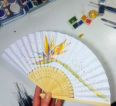 Nun gibt es mit der Strelitzie noch ein weiteres Motiv bei den handbemalten Fächern. 😁 #wandklex #malerei #handgemalt #aquarell #watercolor #watercolour #fan #faecher #etsy #etsyde #etsyseller #etsyfinds #etsygifts #etsyfindes #onewomanshow #strelitz (wandklex Ingrid Heuser freischaffende Künstlerin) Tags: ifttt instagram wandklex ingrid hesuer art kunst etsyda dawandada etsyseller dawandaseller watercolor watercolour meetthemaker behindthescenes kunstatelier artwork malerei artist etsyfinds etsygifts etsyfindes dawandafinds aqaurell