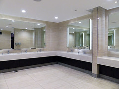 Clean Men's Bathroom (Kombizz) Tags: kombizz 2018 qatar doha middleeast persiangulf khalijfars khaleejfars batchresizing dohafestivalcity ummsalalmohammed nearthealshamalroad 1220687 dfc toilet cleanmensbathroom mirrors reflections bathroomcorner