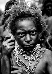 Emira Kid During Mount Hagen Sing Sing, Western Highlands, Papua New Guinea (Eric Lafforgue) Tags: artscultureandentertainment blackandwhite child day decoration festival headandshoulders headdress headshot highlands img4426 indigenousculture jewellery lookingatcamera makeup mounthagen mthagen oneboyonly oneperson outdoors papuanewguinea portrait tourism traditionalclothing tribal tribe vertical singsing ceremony