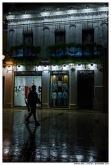 -- (Matías Brëa) Tags: calle street streetphotography noche night nocturna color personas people lluvia rain