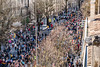 127-Flot de foule (Alain COSTE) Tags: bordeaux carnaval coursvictorhugo lesgens parkingvictorhugo pointdevue procession défilé foule hauteur rue gironde france fr
