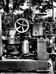Kölner Maschinen (Pico 69) Tags: maschine köln pico69 metall kraft nrw bw sw