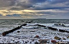 Ostsee (garzer06) Tags: wolken deutschland ostsee wasser vorpommernrügen himmel wolkenhimmel mecklenburgvorpommern strand sand inselrügen wellen steine naturephoto landschaftsfoto naturfotografie landscapephotography