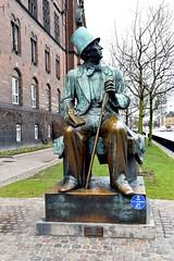 H.C. Andersen - Copenhagen (FaceMePLS) Tags: kopenhagen copenhagen denemarken denmark scandinavië facemepls nikond5500 straatfotografie streetphotography standbeeld statue brons bronze kunstwerk kunstobject art kunst kunstenaar dichter sprookjes fairytales sculpture sculptuur skulptur