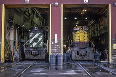 BN 4186 (dan mackey) Tags: hoytlakes minnesota hoytlakesminnesota erieminingcompany ltvsteel emco7200 emco7216 bn burlingtonnorthern bn4186 np northernpacific np906 alco rs11 shop locomotive locomotiveshop