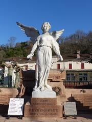 Peyrehorade, Landes: monument aux morts, 1925, E. Gourdon entrepreneur (Marie-Hélène Cingal) Tags: france sudouest aquitaine nouvelleaquitaine landes 40 paysdorthe peyrehorade