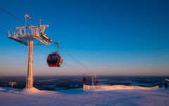 Moment of golden lights (Janne Räkköläinen) Tags: finland lappi yllas ylläs skiing skitrack cabin elevator lift skilift downhillskiing golden light 2018 february fujifilm fuji fujifilmx70 fujix70 x70 bluesky sunset sun winter winterwonderland wonderland snow snowy fun happy cold skiresort amateur amateurphotography amateurphotographing landscape nature naturelovers outdoor outside sport