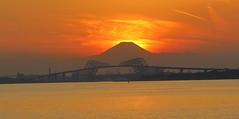 Tokyo Bay Sunset (seiji2012) Tags: 富士山 ダイアモンド富士 東京湾 東京ゲートブリッジ 日没 夕陽 シルエット japan tokyo mtfuji sunset silhouette bridge happyplanet asiafavorites