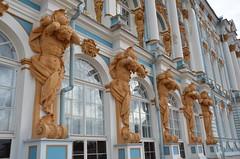 Le palais Catherine (RarOiseau) Tags: saintpétersbourg russie palais façade sculpture architecture fenêtre
