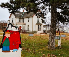 White House (ekelly80) Tags: michigan detroit december2018 christmas belleisle winter whitehouse decorations christmasdecorations snoopy charliebrown doghouse lawn