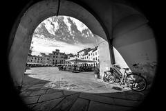 Lucca - 01 (coopertje) Tags: europe europa italy italië toscane toskana toscana tuscany landscape lucca bw black white