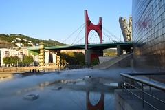 Puente de La Salve (Bilbao, País Vasco, España, 27-9-2018) (Juanje Orío) Tags: 2018 bilbao vizcaya provinciadevizcaya paísvasco euskadi españa espagne espanha espanya spain europa europe europeanunion unióneuropea puente bridge guggenheim reflejo reflection agua water