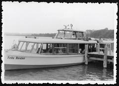 Archiv S120 Passagierschiff MS Fritz Reuter, Nonnenhof, 1970er (Hans-Michael Tappen) Tags: archivhansmichaeltappen msfritzreuter passagierschiff ddrzeit nonnenhof ostalgie schiff boot see passagiere besatzung schifffahrt 1970s 1970er barkasse