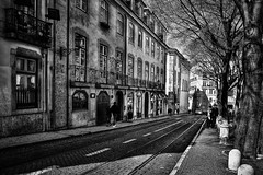710_8510z2_ON85 (A. Neto) Tags: sigmadc18250macrohsmos nikon dx d7100 nikond7100 blackwhite bw monochrome street cityview architecture buildings people portugal lisbon lisboa