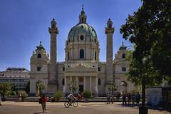 Vor der Karlskirche (Helmut Reichelt) Tags: karlskirche kirche karlsplatz wien sommer august österreich austria leica leicam typ240 captureone9 hdrefexpro2 fhdr leicasummilux35mmf14asphii