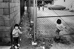 memories 717 (soyokazeojisan) Tags: japan osaka city street bw people blackandwhite monochrome analog olympus m1 om1 28mm film trix kodak memories 1970s