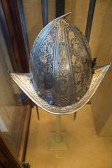Decorative helmet with brim (quinet) Tags: 2017 antik antiquitäten england helm london rüstung wallacecollection ancien antique helmet militaire military militärische museum musée