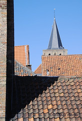 15:38 (dylanawol66) Tags: geometry angles triangles lines roof tiles tower europe belgium belgia brugges red