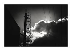 雲に梯 (gol-G) Tags: fujifilm xpro2 fujifilmxpro2 nokton 35mm f12 voigtlandernokton35mmf12aspherical digital bw japan kobe