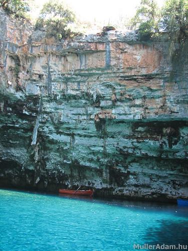 Melissani barlang