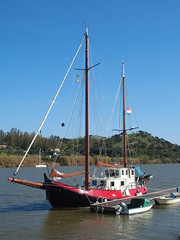 Yacht (rgrant_97) Tags: portugal algarve alcoutim fronteira border guadiana rio spring