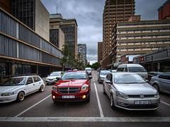 Cars at the traffic light. Pretoria, South Africa (varfolomeev) Tags: 2019 юар город улица fujifilmxt10 samyang12mm southafrica city street car автомобиль