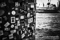 Stickerkunst im Hamburger Hafen (fotografie-jk) Tags: hamburg sticker hafen blohmundvoss elbe wasser landschaft werft nikon sigma blog travel
