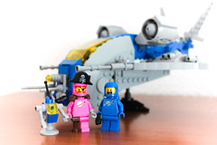 Jocking with Lenny (kr1minal) Tags: classic space benny lenny pink spaceman lego movie 2 set 70841