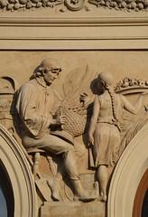 Prager Fassadendetails - 32 (fotomänni) Tags: prag praha prague kunst art reisefotografie statue skulpturen skulptur sculpture manfredweis