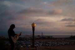Singer (ravenliu2333) Tags: california losangeles sony sonya7m2 zeiss 55mm people dusk santamonica streetphotography