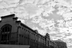 Bon Dimarts de núvols a l'Antiga Presó Model, Barcelona. (heraldeixample) Tags: heraldeixample bcn barcelona spain espanya españa spanien catalunya catalonia cataluña catalogne catalogna núvols clouds nubes skyer nuages cymylau nuvole 雲 nuvens nori 云 облака wolken nwn martesdenubes ngc arquitectura architecture architekture pensaernïaeth 架构 arkitektur architettura สถาปัตยกรรม arkitettura presó prisión cárcel jail prison gefängnis albertdelahoz