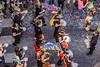 130-Confetti percu (Alain COSTE) Tags: bordeaux carnaval coursvictorhugo déguisement lesgens parkingvictorhugo pointdevue procession confetti défilé hauteur passagepiéton percussion rue gironde france fr