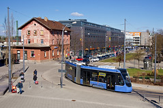 T2-Wagen 2701 auf Probefahrt vor dem Moosacher Bahnhof (Frederik Buchleitner) Tags: 2701 avenio messfahrt moosach munich münchen probefahrt siemens strasenbahn streetcar twagen t2 tram trambahn