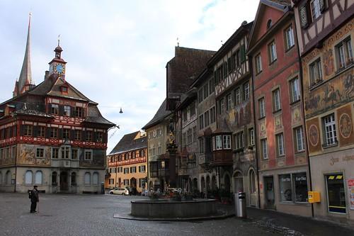 Rathaus und Rathausplatz / Town hall and Town hall square / Общината и площада пред нея