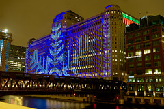 Chicago Winter - Art on the Mart (dangaken) Tags: chi chicago il illinois windycity usa america december winter cold chicagoil fuji fujixt2 december2018 dangaken night chicagoatnight christmas holiday holidayseason newyears lowlight nightphotography merchandisemart josephkennedy joekennedy artonthemart projection publicart snowflake snow laser chicagoriver