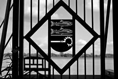 ",,Privat""...Boot und Angelsteg (dl1ydn) Tags: dl1ydn tor symbol privat vintage oldlens voigtländer ultron 50mmf2 verschlossen gate locked altglas bw 50mm manual jpeg manuell"