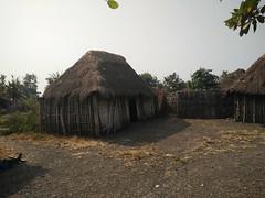 Aldea Holi. Benín (escandio) Tags: tribu aldea holi benin2018 benin 2018 benín