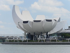 SingaporeRiverColonialDistrict034 (tjabeljan) Tags: singapore asia colonialdistrict singaporeriver colemanbridge oldparliament fullertonhotel themelrion raffles victoriatheatre clarkquay marinabay