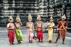 Apsara (Lцdо\/іс) Tags: apsara clothes traditionnal khmer culture angkor angkorwat cambodge cambodia kambodscha kampuscha teenager dancer color colorful awesome lцdоіс vat citytrip siemreap