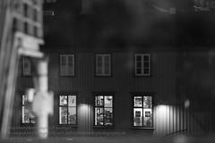 Die Fenster von Reykjavik (Agentur snapshot-photography) Tags: 012200 012300 10003000 alltag architecture architektur bar bauwerke bevölkerung blackwhite building bw café effekt einblick einblicke fassade fenster gastronomie gebäude gesellschaft hauptstadt haus häuser hausfassade iceland isl island isländisch kneipe lebensalltag lebenswelten momentaufnahme restaurant reykjavik reykjavíkurborg schnappschuss schwarzweiss sw symbol symbolbild symbolfoto symbolfotos symole window windows wohnen wohnwelten