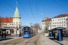 T4-Wagen 2502 am Stiglmaierplatz (Frederik Buchleitner) Tags: 2502 avenio linie21 munich münchen siemens strasenbahn streetcar twagen t4 tram trambahn