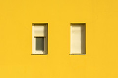 Wink! (Jan van der Wolf) Tags: map181227v facade gevel fuerteventura windows ramen yellow geel dissymmetry wink knipoog architecture architectuur monochrome monochroom