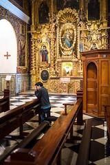 Catedral de Lima, Perú (FotolimboMag) Tags: lima peru downtown catedral centrohistórico plazadearmas interior rezando prayer pray oración believer creyente cristiano christian catholic católico religión retablo altarpiece