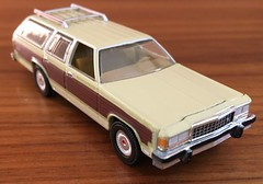 1985 Ford LTD Country Squire 1/64 Greenlight (Eunus El Ya) Tags: musclewagon stationwagon malaiseera fomoco mercury lincoln countrysquire ltd ford 80s 1985 fordltd car model toy diecast 164 greenlightcollectibles greenlight