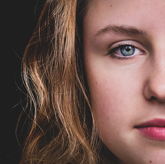 DENS4049-5 (YouOnFoto) Tags: girl beauty meisje mooi vrouw blond hdr portret portrait mystic intens intense moody emotional open eyes blue blauw kleur color colour fujifilm xt20 syteemcamera